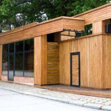 Maison avec un bardage bois entretenu